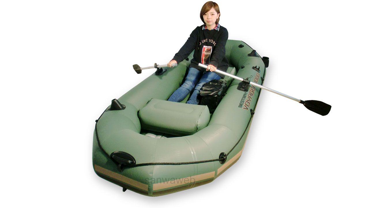 インフレータブル ボート 2チェアーと女性
